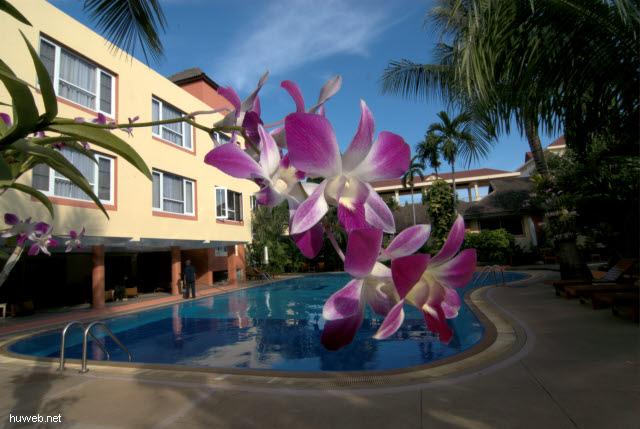 kambodscha2006-043___schwimmbad_von_hotel_juliana,__phnom_penh,_kambodscha.jpg