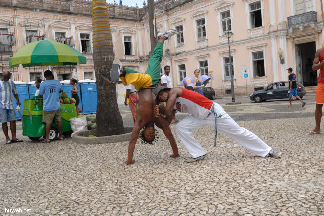 1.023_Terreiro_de_Jesus,_Salvador_da_Bahia_Oberstadt_.jpg