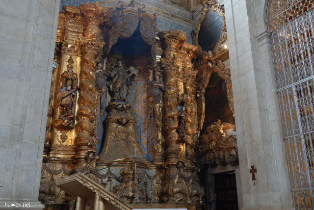 1.027_Catedral_Basilica_1672,_linker_Seitenaltar,_Salvador_da_Bahia_Oberstadt_.jpg