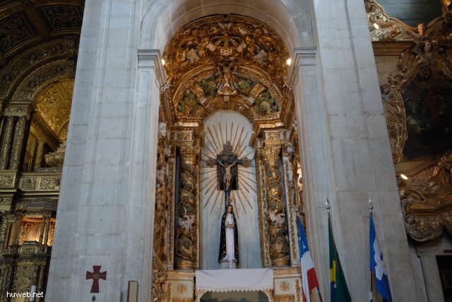 1.030_Catedral_Basilica_1672,_rechter_Seitenaltar_(Maria),_Salvador_da_Bahia_Oberstadt_.jpg