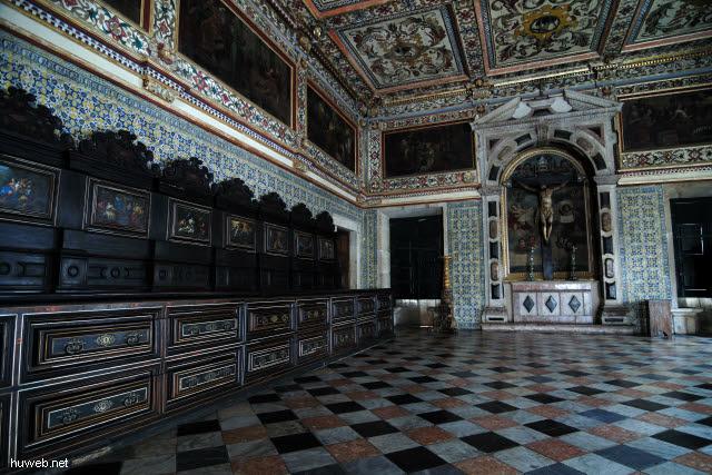 1.035_Sakristei,_17Jh,_ornamentale_Deckenmalerei,_Fliesen_aus_Portugal,_Catedral_Basilica,_Salvador_da_Bahia_Oberstadt_.jpg