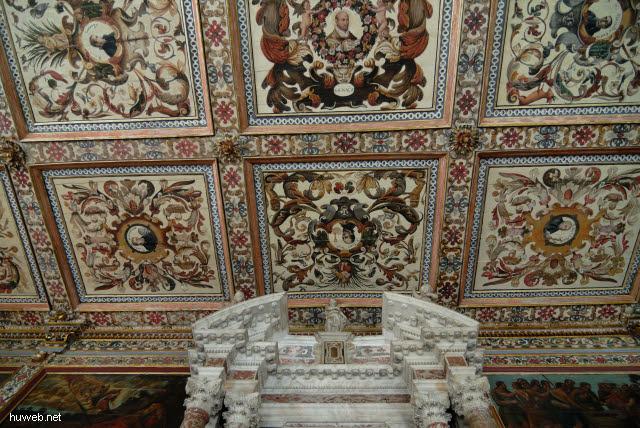 1.037_Sakristei,_17Jh,_ornamentale_Deckenmalerei,_Fliesen_aus_Portugal,_Catedral_Basilica,_Salvador_da_Bahia_Oberstadt_.jpg