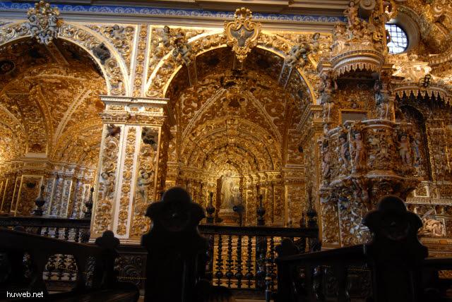 1.054_Igreja_de_Sao_Francisco,_Blattgold,_reichste_Kirche_Brasiliens,_Salvador_da_Bahia_Oberstadt_.jpg