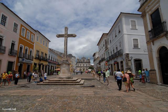 1.055_Praca_Anchieta,_Blick_auf_Catedral_Basilica,_Salvador_da_Bahia_Oberstadt_.jpg