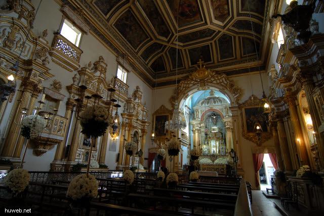1.065_Kirche_des_Laien_Ordens_der_Franziskaner,_Hauptschiff,_Salvador_da_Bahia_Oberstadt_.jpg