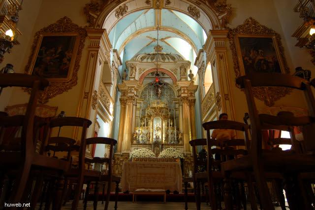 1.066_Kirche_des_Laien_Ordens_der_Franziskaner,_Hauptaltar,_Salvador_da_Bahia_Oberstadt_.jpg