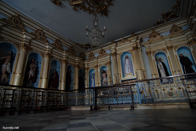 1.069_Kirche_des_Laien_Ordens_der_Franziskaner,_Heiligensaal,_Salvador_da_Bahia_Oberstadt_.jpg