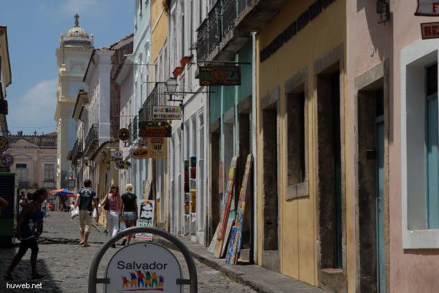 1.075_Salvador_da_Bahia,_Gasse_Richtung_San_Pedro_dos_Clerigos_.jpg