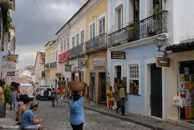 1.076_Salvador_da_Bahia,_Gasse_.jpg