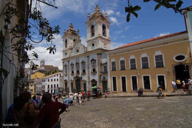 1.085_Largo_do_Pelourinho_(Pranger-Platz),_Sklavenkirche,_Salvador_da_Bahia_.jpg