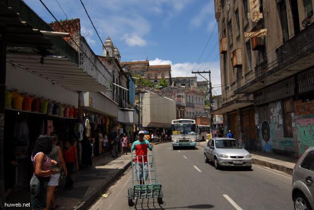 1.098_Avenida_Jose_Joaqim_Seabra,_Salvador_da_Bahia_.jpg