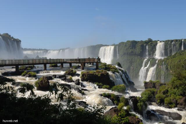 1.129_Iguacu_Nationalpark_Brasilien,_Teufelsschlucht,_Steg_.jpg