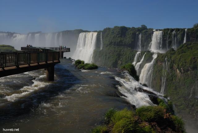1.130_Iguacu_Nationalpark_Brasilien,_Teufelsschlucht,_Steg_.jpg