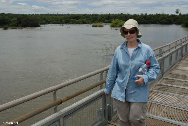 1.144_Iguacu_Nationalpark_Argentinien,_Steg_zur_Teufelsschlucht_.jpg