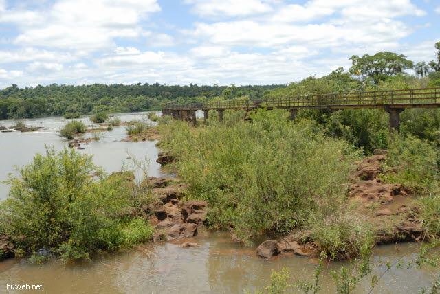 1.146_Iguacu_Nationalpark_Argentinien,_Steg_zur_Teufelsschlucht_.jpg