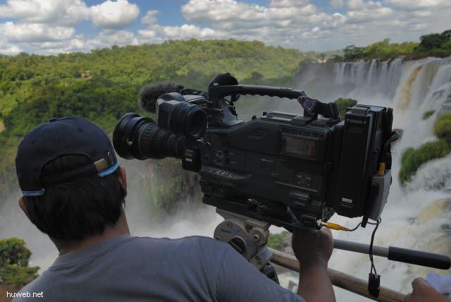 1.169_Iguacu_Nationalpark_Argentinien,_Kameramann_.jpg
