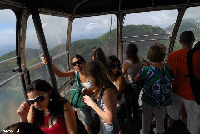 1.180_Zuckerhut_Seibahn-1-Gondel,_Rio_de_Janeiro_.jpg
