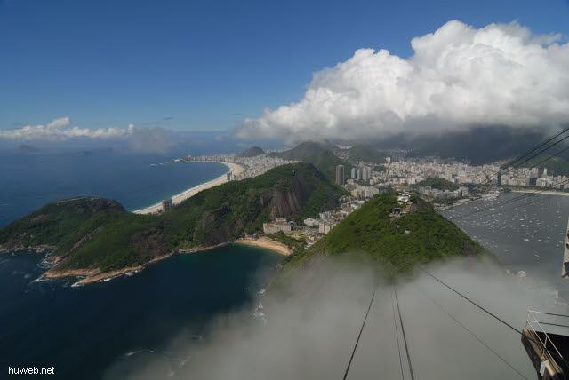 1.194_Rio_de_Janeiro,_Copacabana_und_Botafogo-Bucht_.jpg