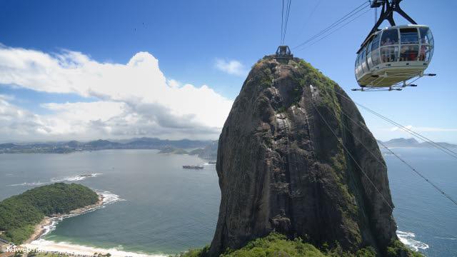 1.202_Zuckerhut,_Seilbahngondel,_Rio_de_Janeiro_.jpg