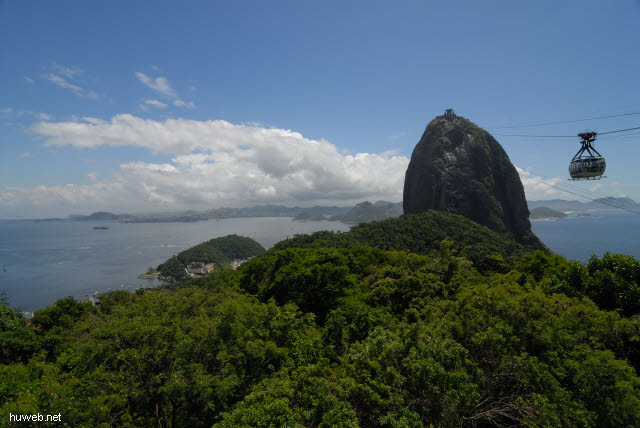 1.203_Zuckerhut,_Seilbahngondel,_Rio_de_Janeiro_.jpg