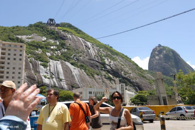 1.208_Morro_da_Urca_(230m)_und_Pao_de_Acucar_(396m)_.jpg