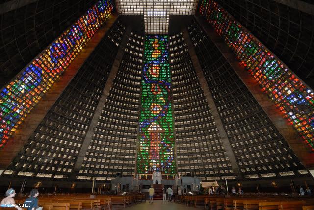 1.211_nova_catedral_80m_hoch,_1976,_20.000_plaetze,_rio_de_janeiro_.jpg