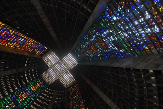 1.213_Nova_Catedral_80m_hoch,_1976,_Rio_de_Janeiro_.jpg
