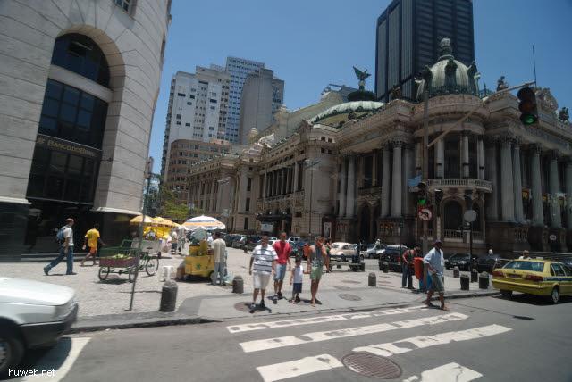 1.215_Rio_de_Janeiro,_Teatro_Municipal,_19.Jht.,_Vorbild_ist_die_Pariser_Oper_.jpg