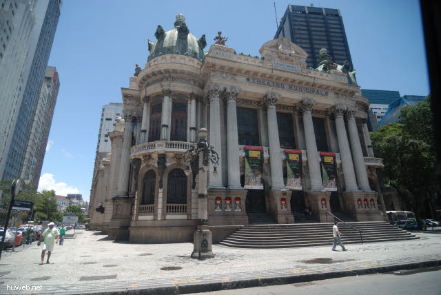 1.216_Rio_de_Janeiro,_Teatro_Municipal,_19.Jht.,_Vorbild_ist_die_Pariser_Oper_.jpg