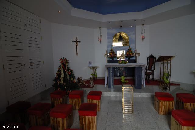 1.224_Kapelle_im_Sockel_der_Christus-Statue_in_Rio_.jpg