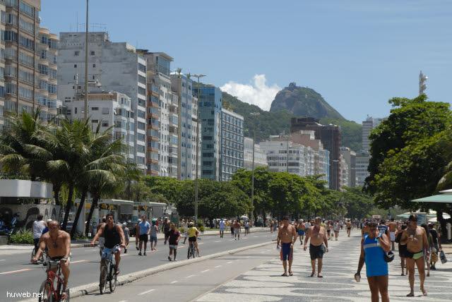 1.264_Copacabana,_Zuckerhut_.jpg