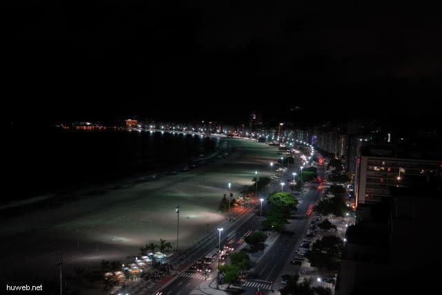 1.317_Copacabana_bei_Nacht_.jpg