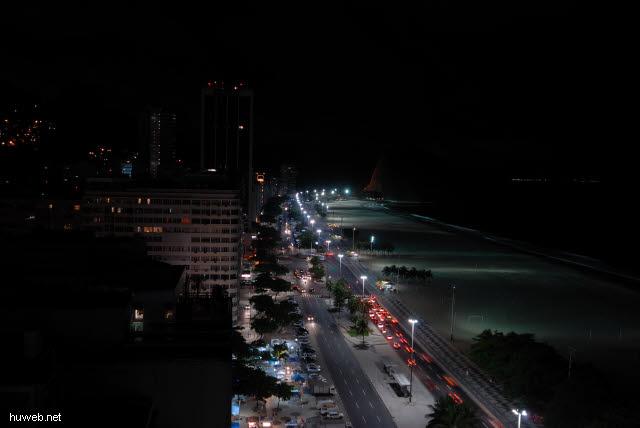 1.318_Copacabana_bei_Nacht_.jpg