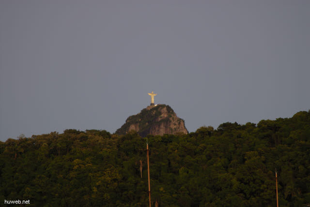 1.319_Cristus_Statue_in_Rio_am_Morgen_.jpg