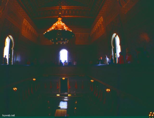 aa35_mausoleum_mohammed__v.___(_=_v_a_t_e_r_vom_reg.koenig_hassan__ii.)__marokko_27.12.85-5.1.86.jpg