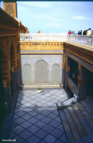 aa37_mausoleum_mohammed__v.___(_=_v_a_t_e_r_vom_reg.koenig_hassan__ii.)__marokko_27.12.85-5.1.86.jpg