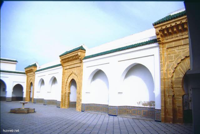aa39_mausoleum_mohammed__v.___(_=_v_a_t_e_r_vom_reg.koenig_hassan__ii.)__marokko_27.12.85-5.1.86.jpg