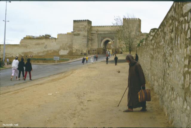 ab15b_Meknes_Dar_Kebira_(Reste_d._Sultanspalastes__v.___Mulai__Ismael__1672_-1727)__Marokko_27.12.85-5.1.86.jpg