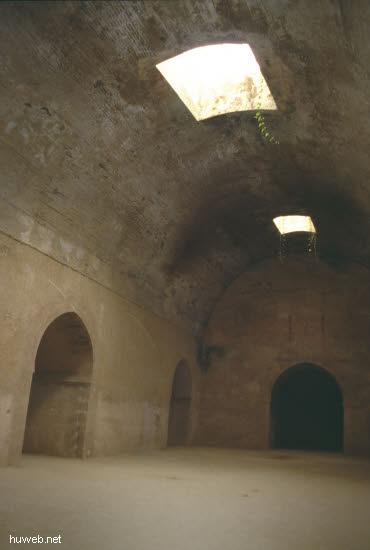 ab16b_Meknes,_gut_erhaltenen_Vorratskammern__Heri_Marokko_27.12.85-5.1.86.jpg