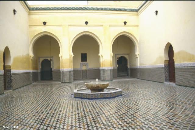 ab20b_Meknes,_Grabmoschee_des_abso_1_uten_Herrschers___Marokko_27.12.85-5.1.86.jpg