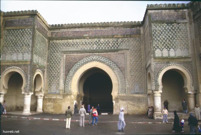 ab28b_meknes,_bab__mansour,_schoenste__stadttor__von_marokko__marokko_27.12.85-5.1.86.jpg