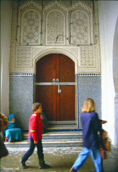 ac08_Moulay__Idriss_,_Eingang__Palast__Hassan_II_Marokko_27.12.85-5.1.86.jpg