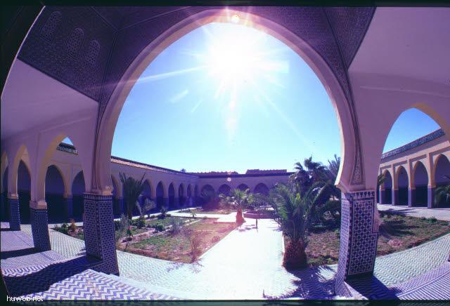 ad17_grab_von_moulay_ali_cherif,_gruender_der_aiouiten-dynastie_(herrscherhaus)_marokko_27.12.85-5.1.86.jpg
