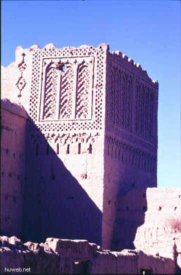 ad19_baufaellige_kasbah_(burg)_aus_der_zeit_moula_ismael_17-18_jhdt_marokko_27.12.85-5.1.86.jpg