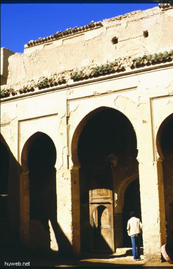 ad21_baufaellige_kasbah_(burg)_aus_der_zeit_moula_ismael_17-18_jhdt_marokko_27.12.85-5.1.86.jpg