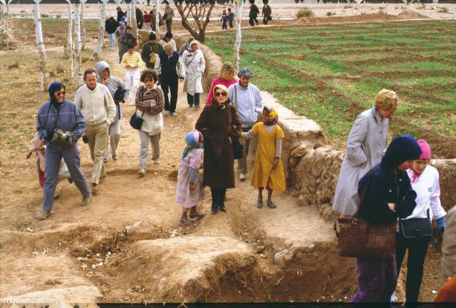 ae04_Ait_Benhaddou,_typische_Kasbahs_noch_bewohnt_(Orson_Welles)_Marokko_27.12.85-5.1.86.jpg