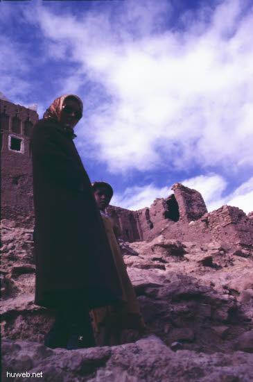 ae05_Ait_Benhaddou,_typische_Kasbahs_noch_bewohnt_(Orson_Welles)_Marokko_27.12.85-5.1.86.jpg