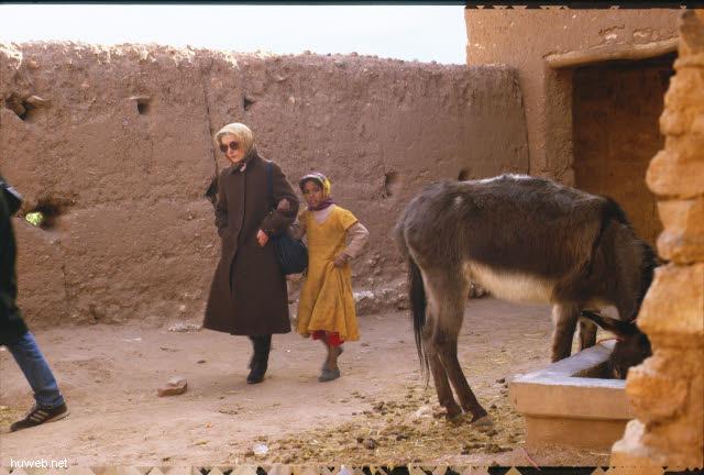 ae06_Ait_Benhaddou,_typische_Kasbahs_noch_bewohnt_(Orson_Welles)_Marokko_27.12.85-5.1.86.jpg