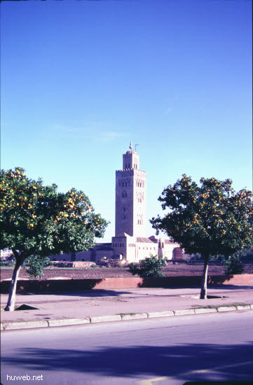 ae25_Kutubiya-Moschee_1153-1190,__69m_hoch_Marokko_27.12.85-5.1.86,_Marrakech.jpg