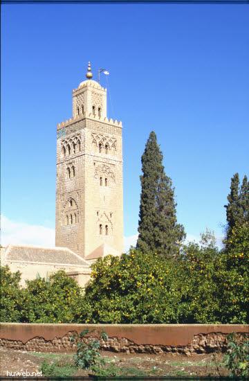 ae26_Kutubiya-Moschee_1153-1190,__69m_hoch_Marokko_27.12.85-5.1.86,_Marrakech.jpg